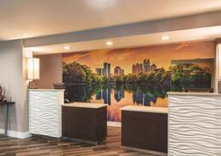 La Quinta Inn & Suites by Wyndham Atlanta Perimeter Medical - Atlanta - Lobby
