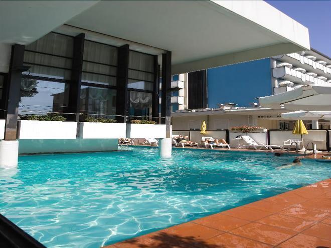 格蘭德蜜亭大酒店 - 里米尼 - 里米尼 - 游泳池