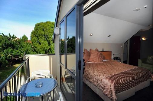 Athena Motel & Apartments - Christchurch - Balcony