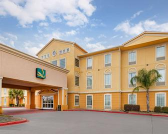 Quality Inn and Suites La Porte - La Porte - Building