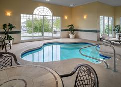 Country Inn & Suites by Radisson, Beckley, WV - Beckley - Pool