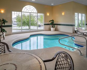 Country Inn & Suites by Radisson, Beckley, WV - Beckley - Bazén