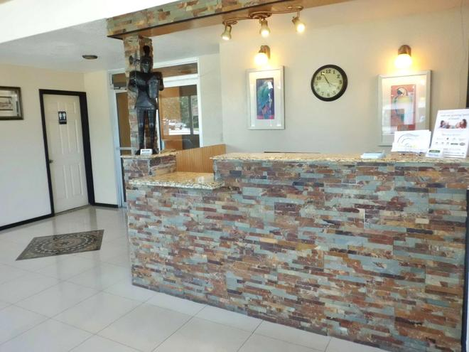 America's Best Inn & Suites - Lakeland - Front desk