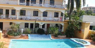 Grandiosa Hotel - מונטגו ביי - בריכה