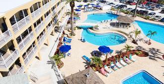 Coral Reef Beach Resort, a VRI resort - St. Petersburg - Pool