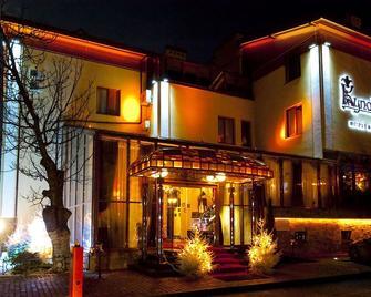 Deluxe Hotel Kupava - Leópolis - Edificio
