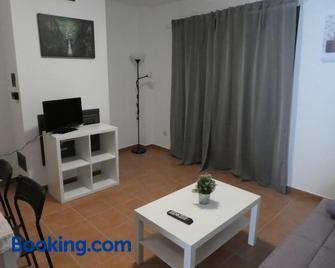 Apartamentos Gavín Biescas 3000 - Biescas - Living room