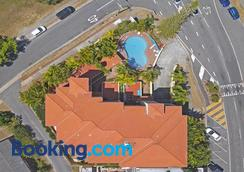 Koala Cove Holiday Apartments - Burleigh Heads - Building