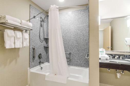 Comfort Suites Bentonville - Bentonville - Bathroom