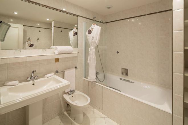 Majestic Hotel Spa - Champs Elysées - Paris - Bathroom