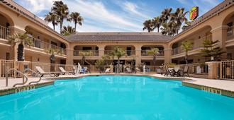 Super 8 by Wyndham Corpus Christi Northwest - Corpus Christi - Bể bơi
