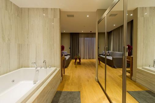 Ramada Resort by Wyndham Bodrum - Bodrum - Bathroom