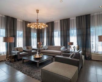 Sandman Hotel Vernon - Vernon - Obývací pokoj