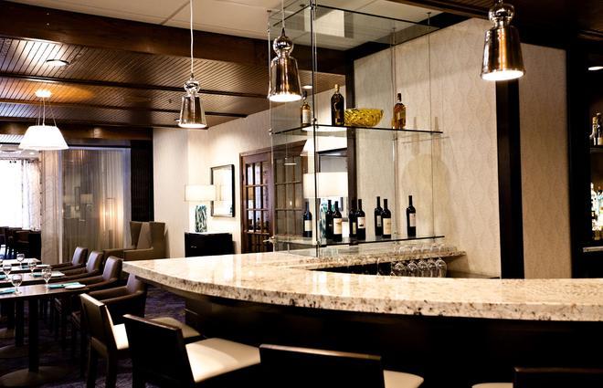 Radisson Hotel Corning - Corning - Bar