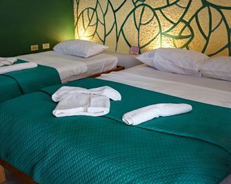 Blueroom & Hostal Omara - Трінідад - Bedroom