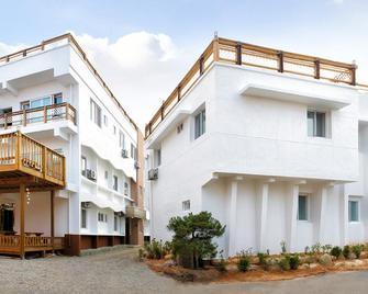 Heritage Pension - Sokcho - Building