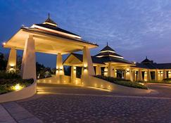 Novotel Chumphon Beach Resort and Golf - Chumphon - Widok na zewnątrz