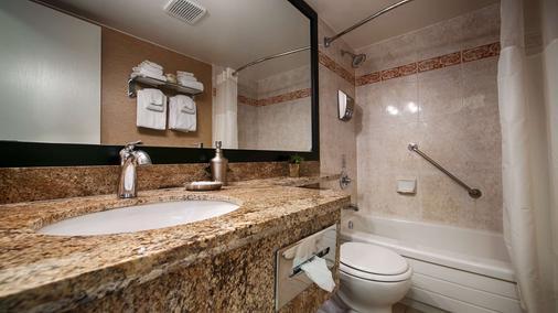 Best Western Plus Inner Harbour - Victoria - Bathroom
