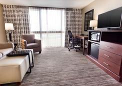 Drury Inn & Suites Kansas City Airport - Kansas City - Bedroom