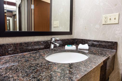 Drury Inn & Suites Kansas City Airport - Kansas City - Bathroom