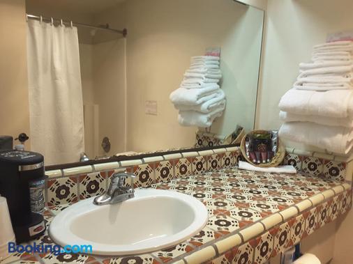 Beaver Creek Inn - Lake Montezuma - Bathroom