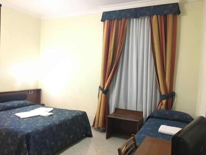 Hotel Positano - Rooma - Makuuhuone