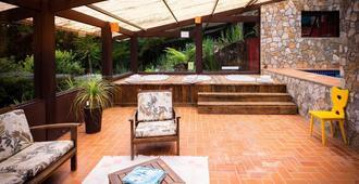 بوسادا جارديم داس مونتانهاس - Monte Verde - شرفةمرصوفة