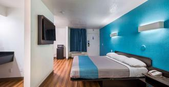 Motel 6 Dallas - Irving Dfw Airport East - אירווינג - חדר שינה