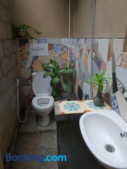 Nextdoor Homestay - Yogyakarta - Bathroom