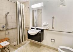 Motel 6 Nashua South - Нашуа - Ванная