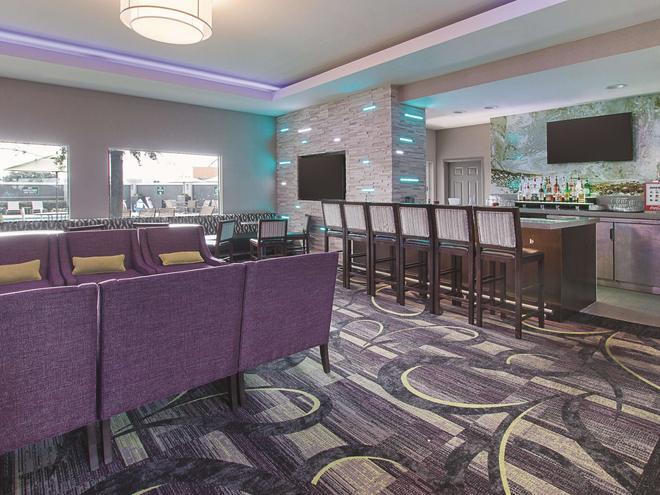 達拉斯阿靈頓 6 旗路拉昆塔套房酒店 - 阿靈頓 - 阿靈頓 - 酒吧