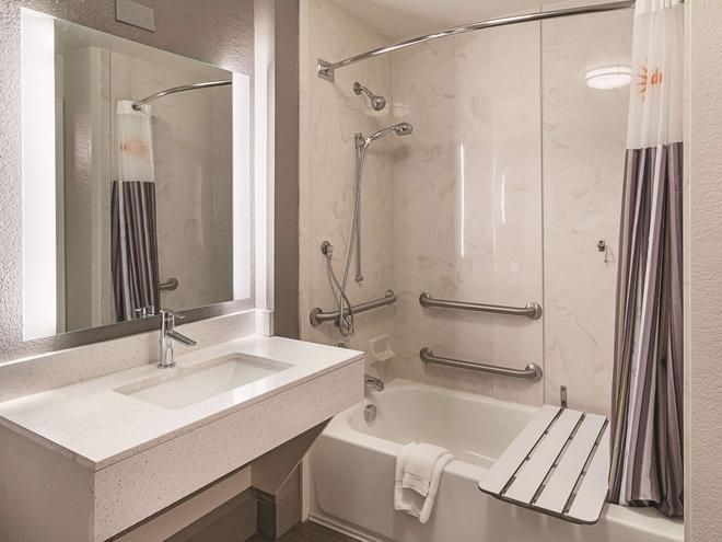 達拉斯阿靈頓 6 旗路拉昆塔套房酒店 - 阿靈頓 - 阿靈頓 - 浴室
