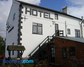 The Golden Lion Hotel - Oswestry - Building