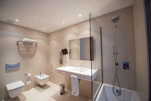 Hotel Carrís Marineda - La Coruña - Bathroom
