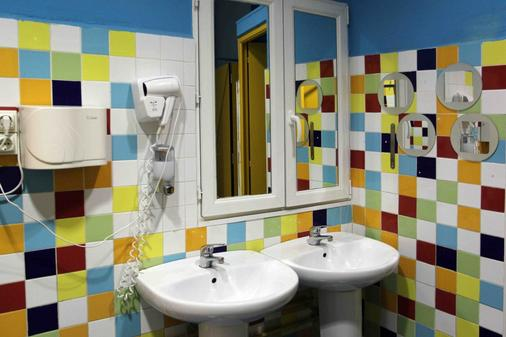 Red Nest Hostel - Valencia - Bathroom