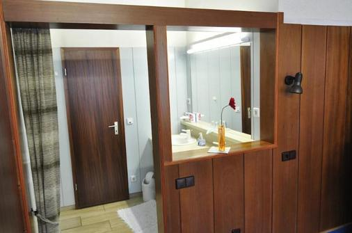 City Hotel Saarbrücken - Saarbruecken - Bathroom
