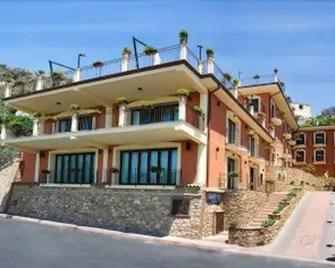Agostiniana Hotel - Forza d'Agro - Building