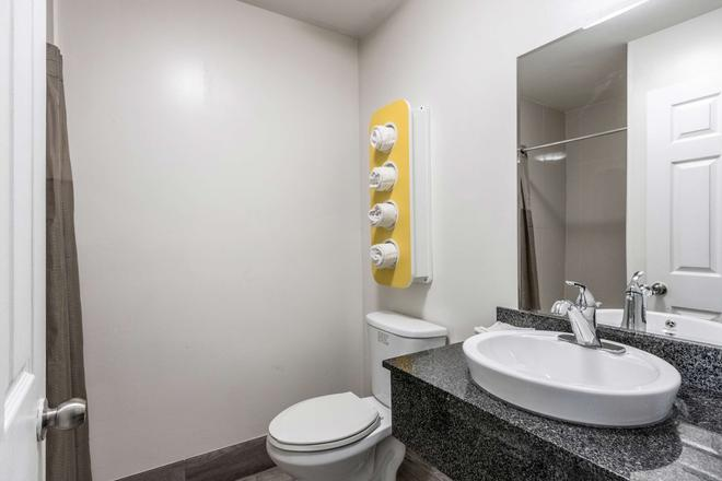 Studio 6 Savannah Ga - Savannah - Bathroom