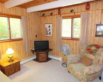 Cub Hill Cottage On Cub Lake - New! Private Lakefront With Huge Outdoor Deck! - Kalkaska