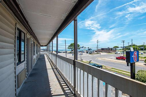 Motel 6 Norfolk-Oceanview - Norfolk - Balcony