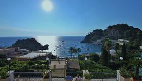 Hotel Baia Azzurra - Taormina - Outdoors view