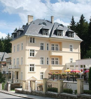 Lázenská Lécebna Mánes - Karlovy Vary - Edificio