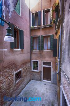 Hotel Pensione Guerrato - Venice - Building