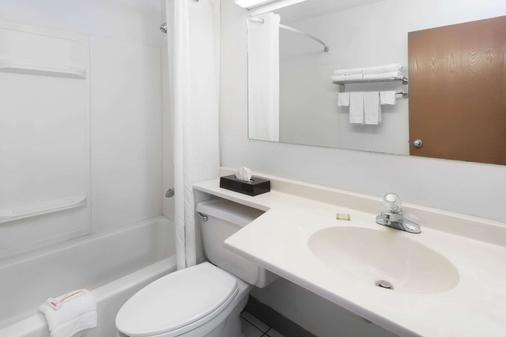 梅里爾維爾蓋理速 8 酒店 - 美里爾維爾 - 梅里爾維爾 - 浴室