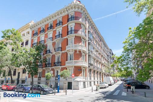 A&Z Juan de Mena -Only Adults - Madrid - Building