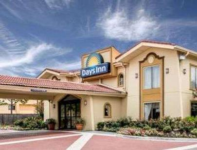 Days Inn by Wyndham Houston - Houston - Edificio
