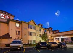 Best Western Plus Burlington Inn & Suites - Burlington - Building
