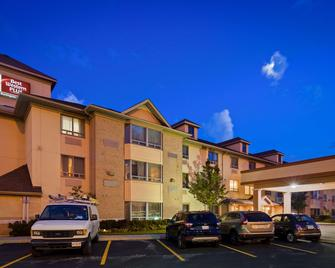Best Western Plus Burlington Inn & Suites - Burlington - Bâtiment