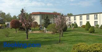 Hotel Waldidyll - Zinnowitz - Gebouw