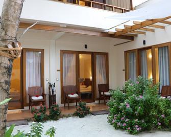 Ocean Beach Inn - Maldives - Hangnaameedhoo - Patio